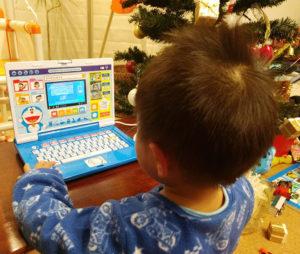 3歳の子供にドラえもんのステップアップパソコンをプレゼントしました (4)
