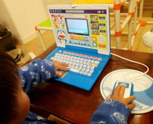 3歳の子供にドラえもんのステップアップパソコンをプレゼントしました (5)