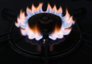 ガスコンロの火が赤くなっているけど故障?