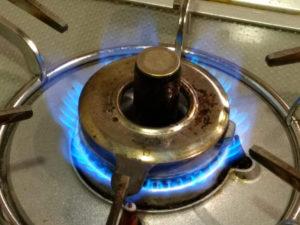 ガスコンロの火はなぜ青いの?
