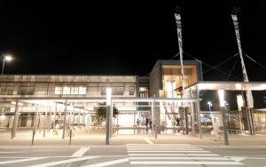 【君の名はの聖地】岐阜県高山駅前、外国人ばかり