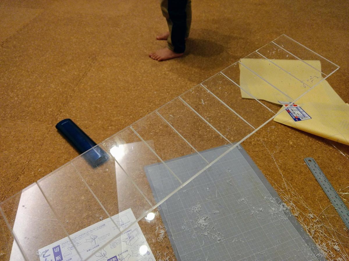 トミカの自作ケースをアクリル板をカットでして製作 (11)
