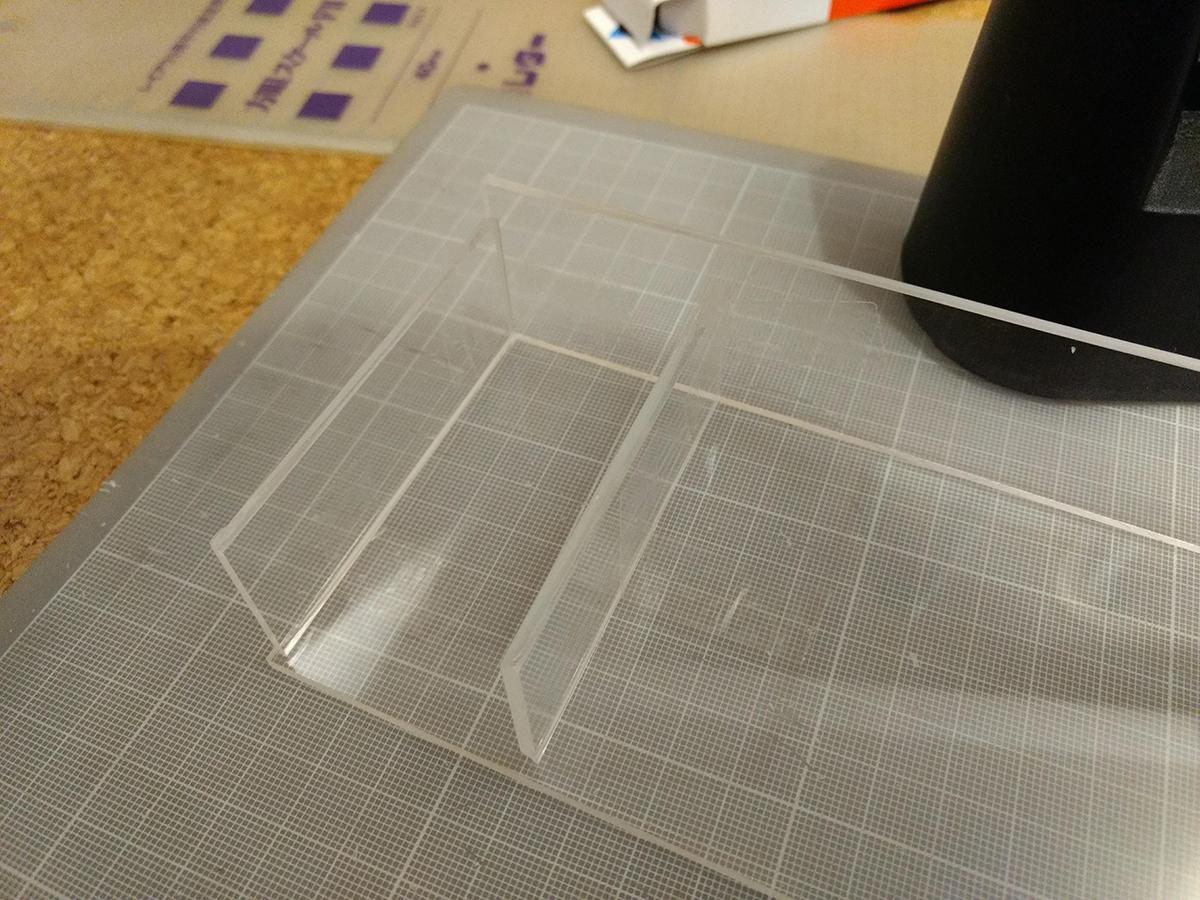トミカの自作ケースをアクリル板をカットでして製作 (14)