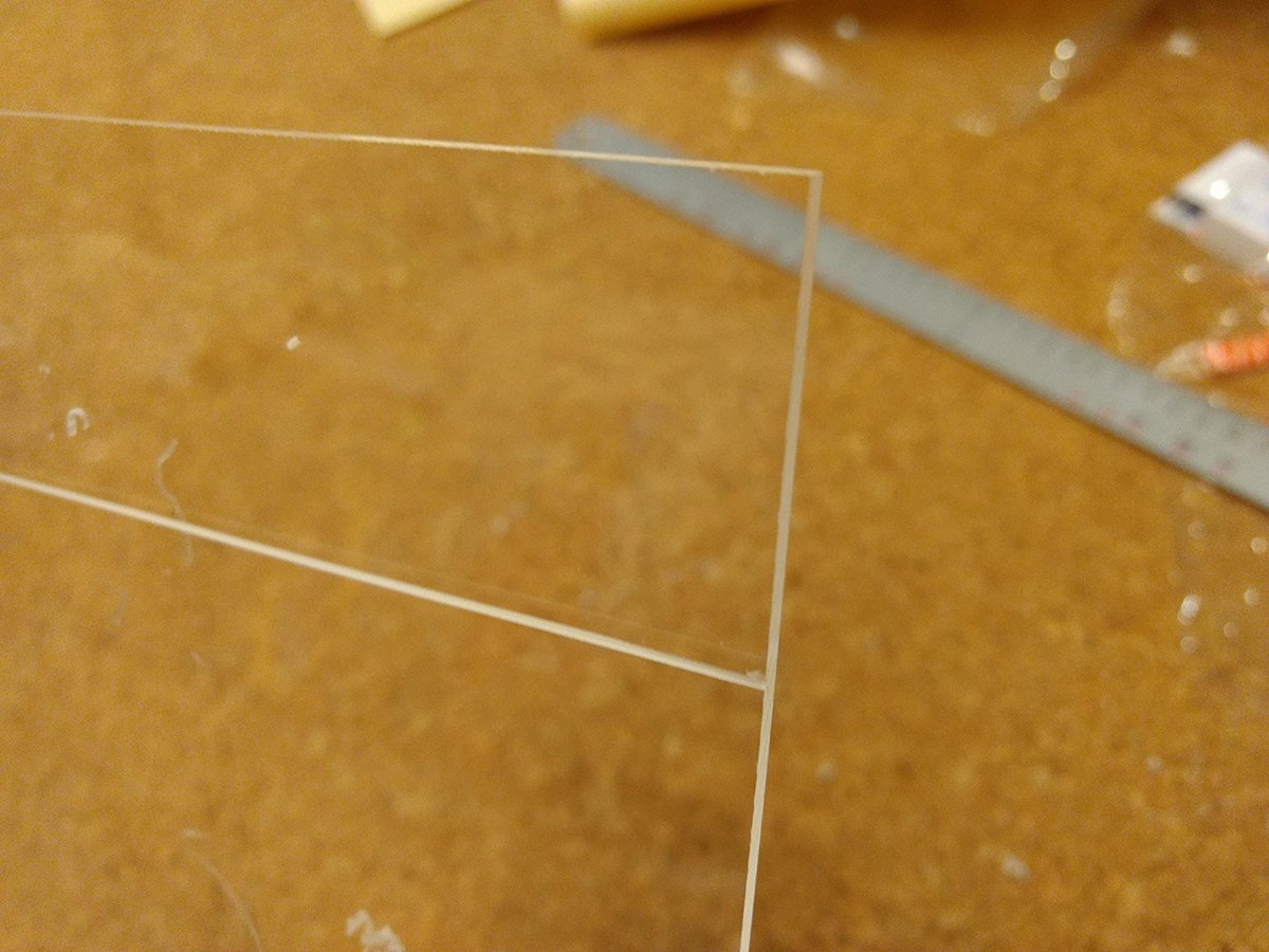 トミカの自作ケースをアクリル板をカットでして製作 (7)